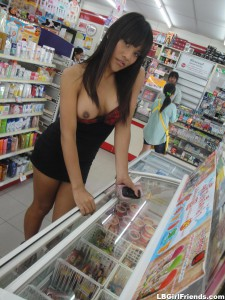 amateur asian tranny flashing